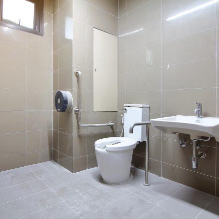 Banheiro adaptado: como garantir mais conforto para o paciente?